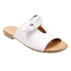 Bueno Bow Tie Sandal Flat, Joley Style in Lavender